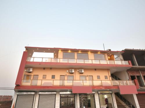 OYO 10330 Hotel Golden Brooks, Chandīgarh