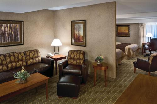 Arrowwood Resort Hotel and Conference Center - Alexandria Photo
