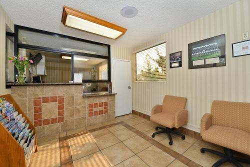 Americas Best Value Inn & Suites –LAX Photo