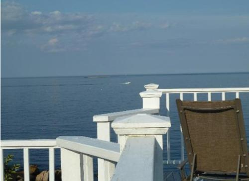 The Quarterdeck Inn by the Sea Photo