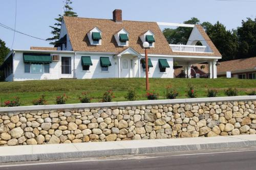 Blue Spruce Motel & Townhouses Photo