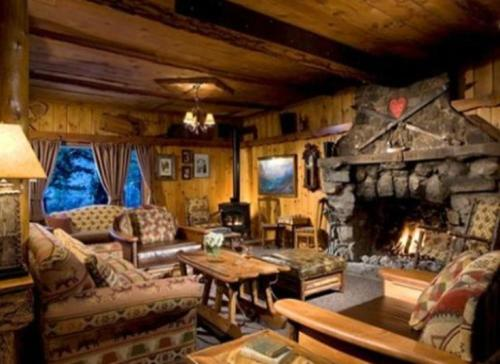 Tamarack Lodge Photo