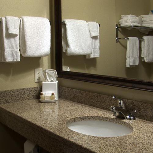 Cobblestone Inn & Suites Durand Photo