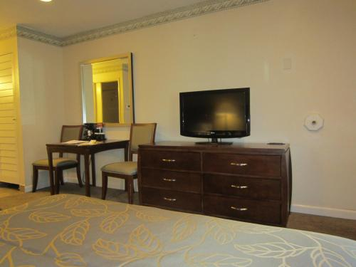 Days Inn Hotel Circle Near SeaWorld - San Diego, CA 92108