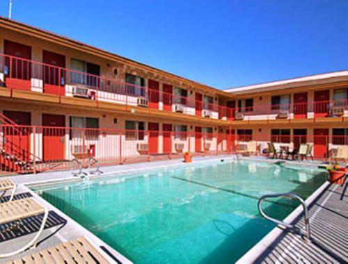 Park Avenue Inn Amp Suites In Victorville Ca Outdoor Pool Non Smoking Rooms Wegoplaces Com