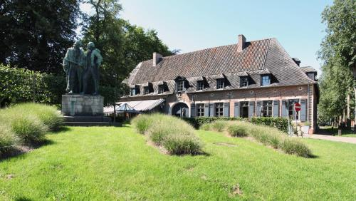 The Lodge Heverlee, Левен