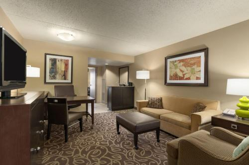 Embassy Suites Pittsburgh - International Airport Photo