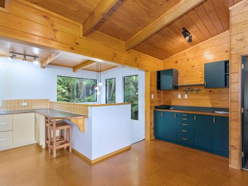 Timber Lodge - Motuoapa Holiday Home, Turangi