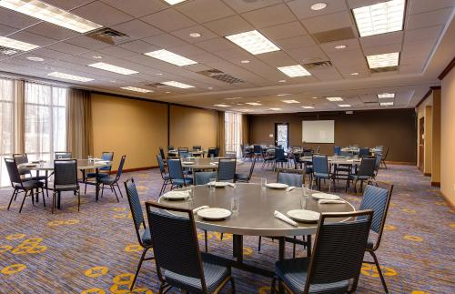 Courtyard by Marriott Chicago Schaumburg/Woodfield Mall Photo