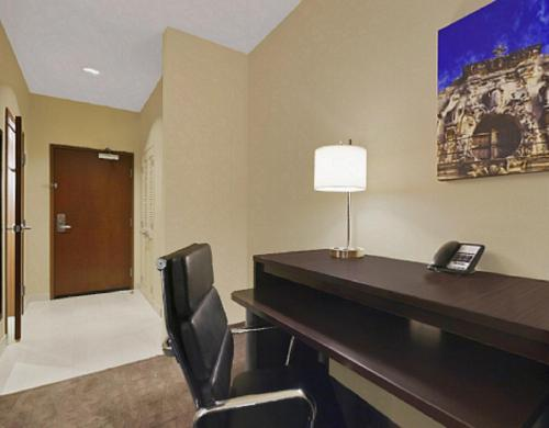 Holiday Inn Hotel & Suites Northwest San Antonio Photo