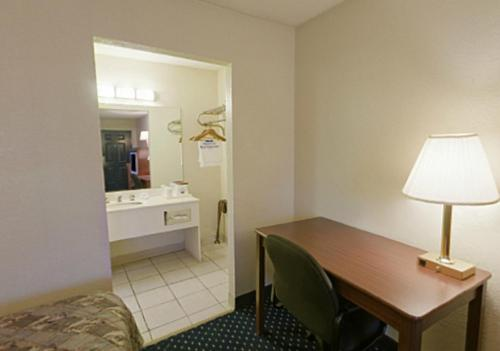 Americas Best Value Inn-Ft. Worth/Hurst - Hurst, TX 76053