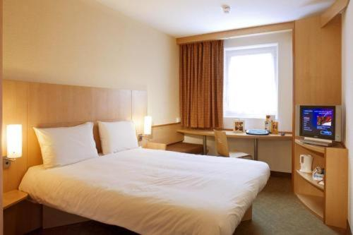 Photo of Ibis Chesterfield North Bed and Breakfast Hotel Accommodation in Chesterfield Derbyshire