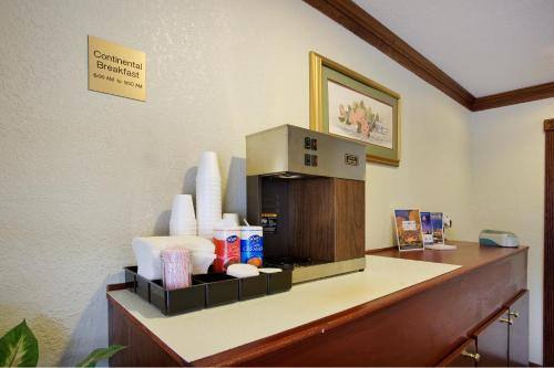 Americas Best Value Inn Near Downtown Nashville Photo