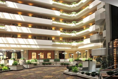 Embassy Suites Des Moines Downtown Photo