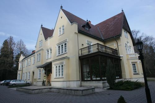 Festetich Kastlyszll s Zsuzsanna Hotel