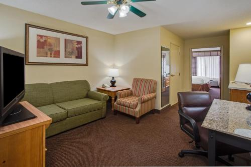 Country Inn & Suites St. Charles Photo
