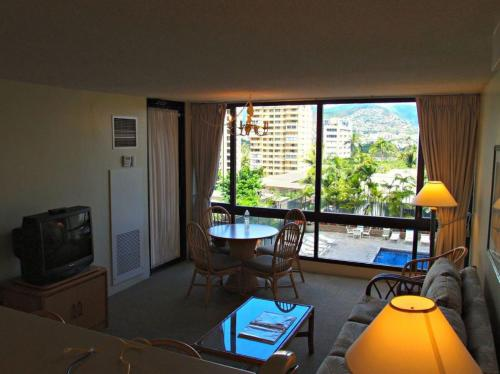 Waikiki Sunset Apartment Photo