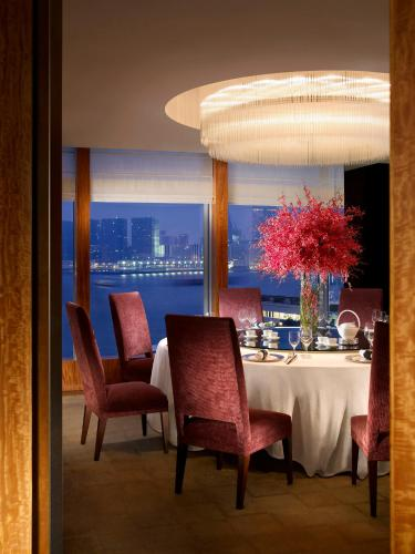 Four Seasons Hotel Hong Kong photo 28