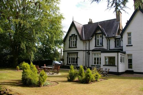 Photo of Best Western Cross Lanes Country House Hotel Hotel Bed and Breakfast Accommodation in Wrexham Wrexham
