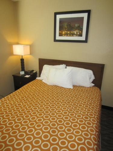 WEST PARK INN- EXTENDED STAY / WEEKLY RATES AVAILABLE - San Diego, CA 92101