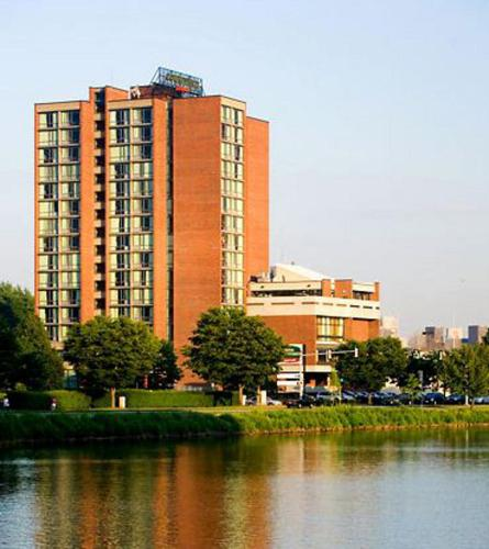 Courtyard by Marriott Cambridge