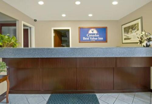 Canada's Best Value Princeton Inn & Suites Photo