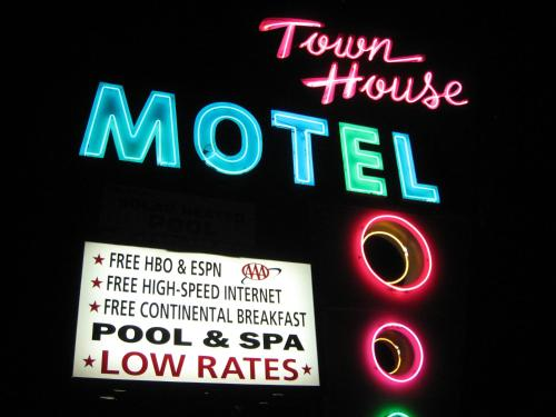 Picture of Town House Motel/><p class=