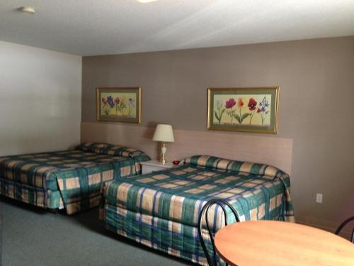 Settler's Inn & Motel Photo