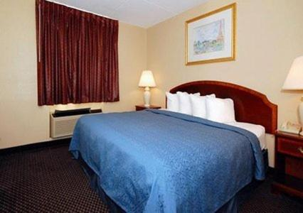 Econo Lodge Inn & Suites Waterloo - Waterloo, IA 50701