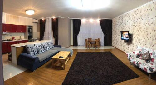 BIG APARTMENT AFTER REPAIR WITH NEW FURNITURE & TRANSFER, Баку