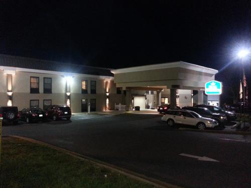 Best Western Albemarle Inn Photo
