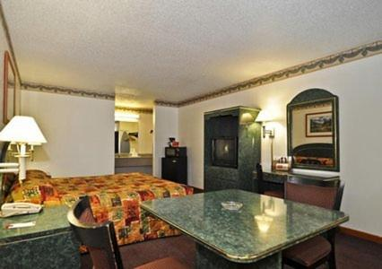 Econo Lodge Inn & Suites - Albany Photo