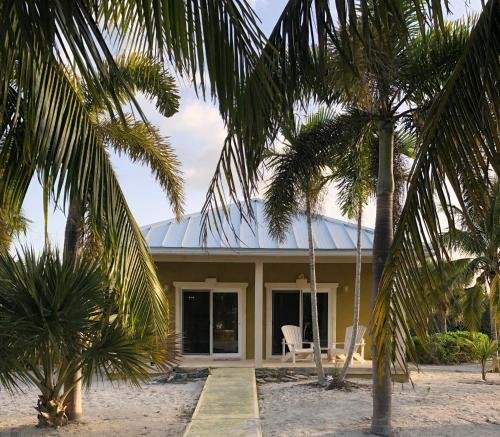 Trade Winds Bungalow, Sandy Point