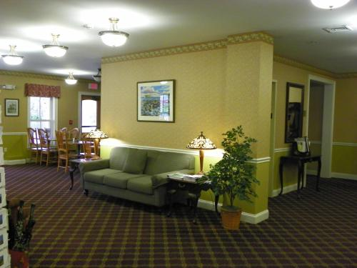 Bar Harbor Grand Hotel - Bar Harbor, ME 04609