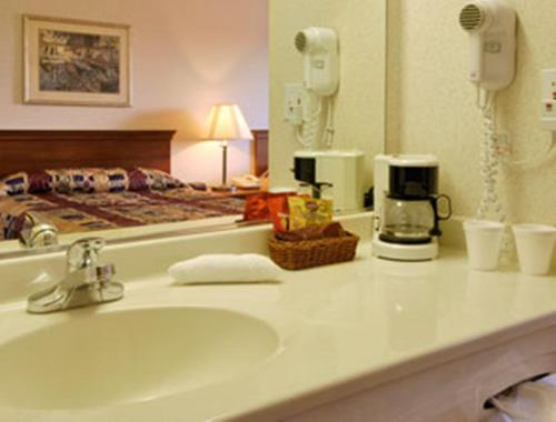 Baymont Inn & Suites Willows - Willows, CA 95988