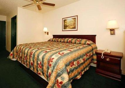 Econo Lodge Inn & Suites Granite City Photo