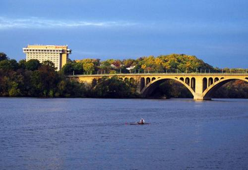 Key Bridge Marriott Photo