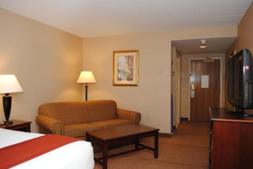 Holiday Inn Express Hotel & Suites Providence-Woonsocket Photo