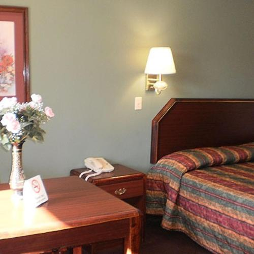 Covington (TN) United States  city pictures gallery : Executive Inn & Suites Covington, Covington, TN, United States ...