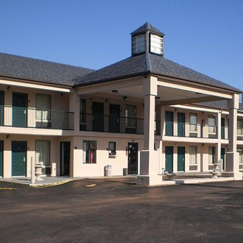Covington (TN) United States  City pictures : Executive Inn & Suites Covington, Covington, TN, United States ...