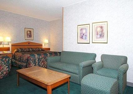 Econo Lodge Topeka Photo