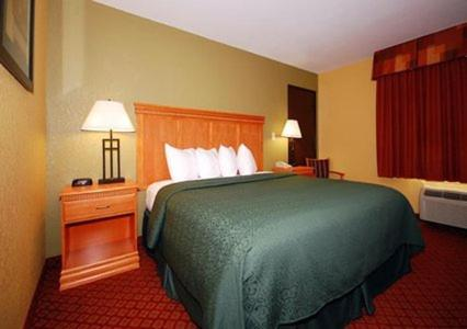 Quality Inn South Hutchinson Photo