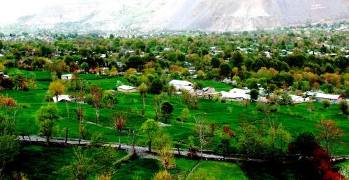 Chitral Guest House & Zowalo Restaurant, Chitral