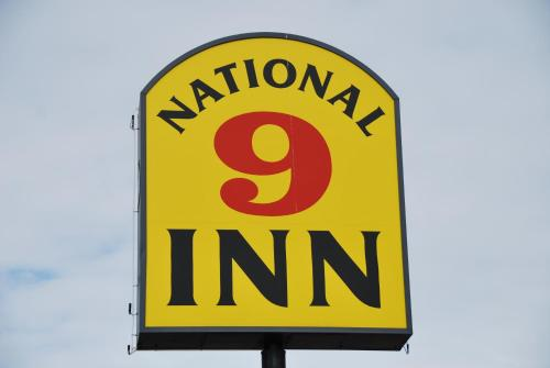 National 9 Inn Price Photo