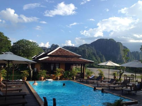 Dena for Domon guesthouse vang vieng