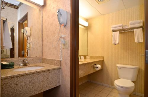 Comfort Inn & Suites Branson Photo