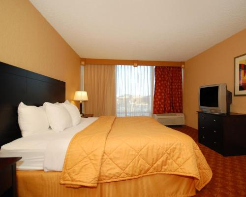 Comfort Inn & Suites Omaha Photo