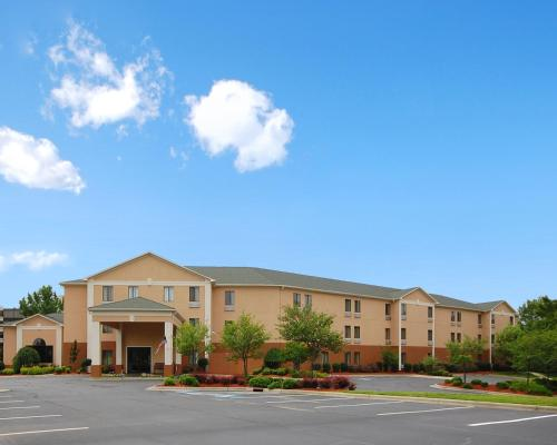 Baymont Inn & Suites Winston Salem Photo