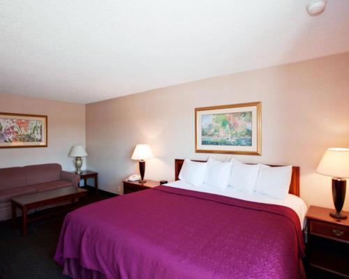 Quality Inn and Conference Center Grand Island Photo