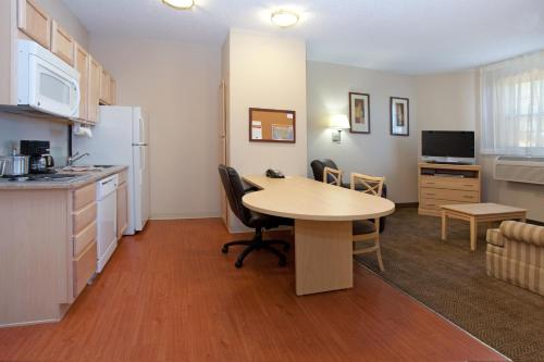 Candlewood Suites Dtc Meridian Photo